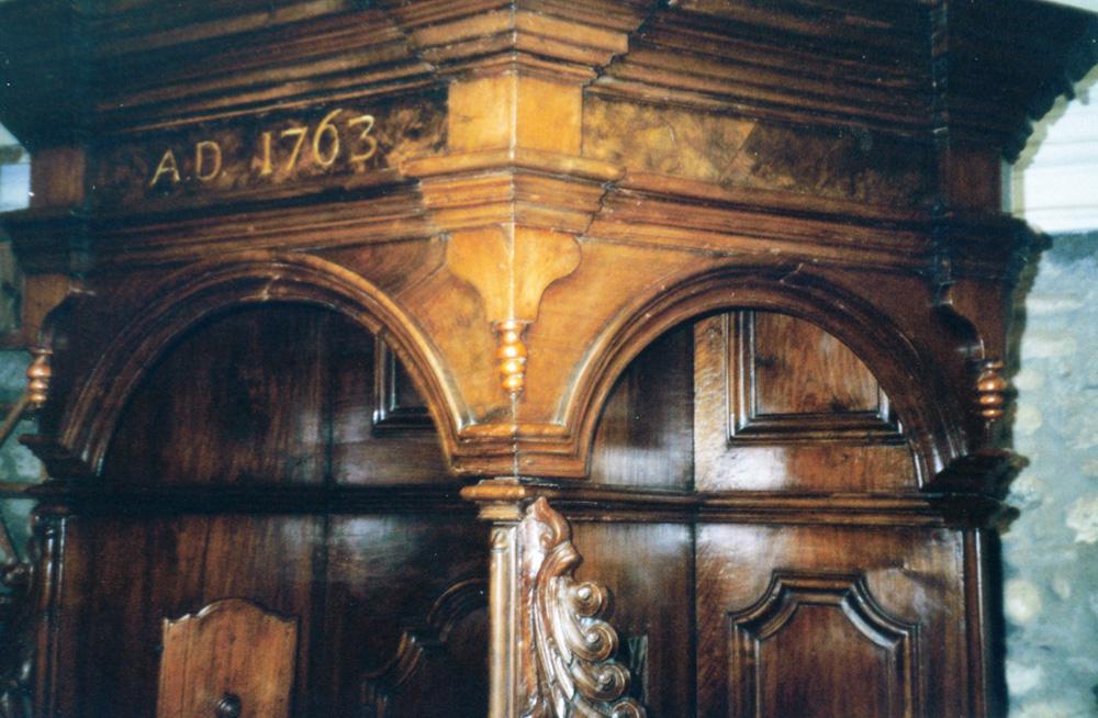 Wachspolitur von historischen Türen und Fenstern
